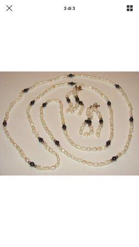 Collier de perles blanc-noir