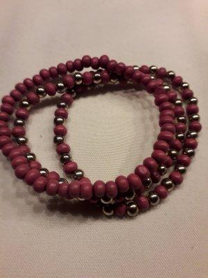 Brazalete de perlas color oro-magenta