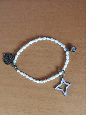 Perlenarmband mit drei Anhhängern