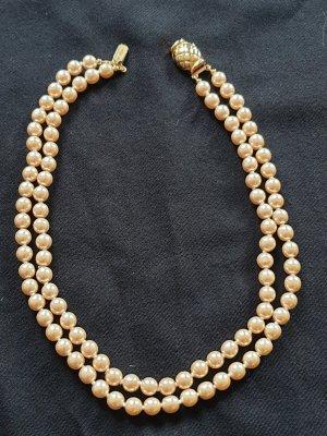 Collar de perlas crema