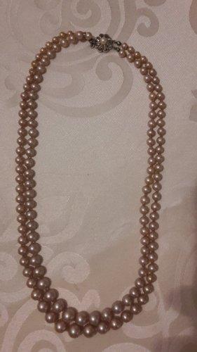 Collana di perle rosa antico