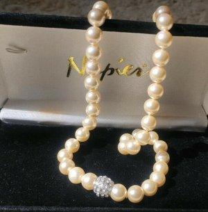 Naszyjnik z perłami w kolorze białej wełny