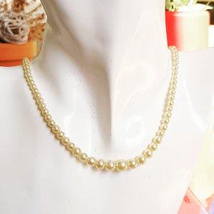 Naszyjnik z perłami jasnobeżowy