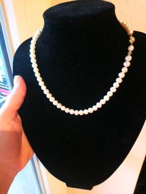 Perlenkette Marke Schöefel mit Verschluss aus 750er Gold
