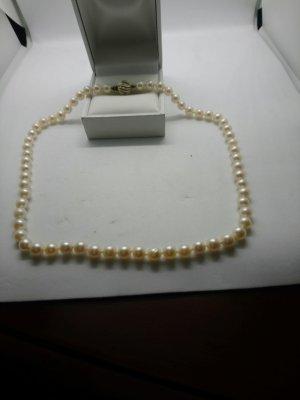 Perlenkette mit 585 Gold verschluss und Diamanten