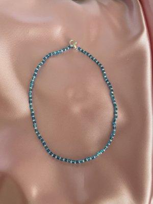 Collier de perles blanc-bleu