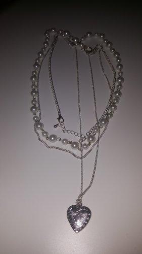 Perlenkette mit Herzanhänger