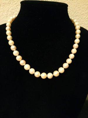 Perlenkette  mit schönen 585 gold verschluss