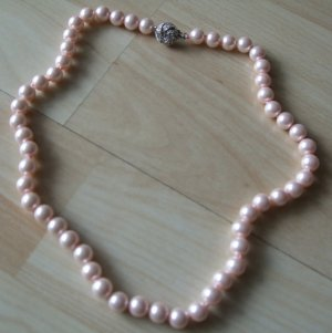 Collana di perle rosa pallido