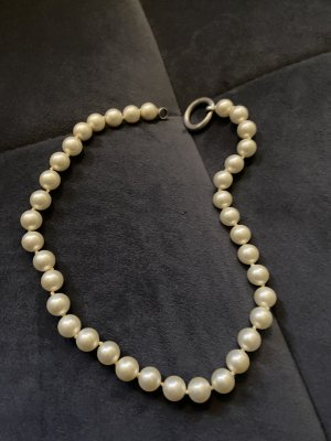 Perlenkette und Perlenohrringe von Giorgio Martello