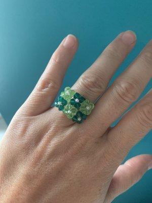 Zdobiony pierścionek jasnozielony