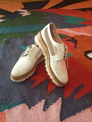Pertini Wingtip Shoes white