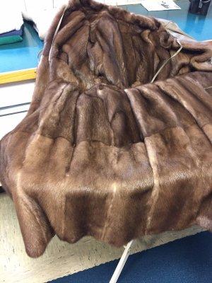 Phantastischer Mantel mit Nerzfutter