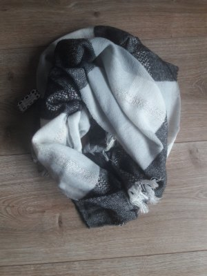 Pieces Knitted Scarf white-black