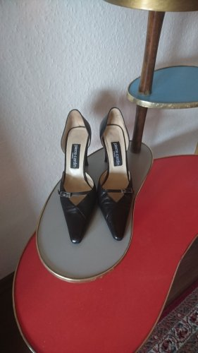 Pierre cardin pumps