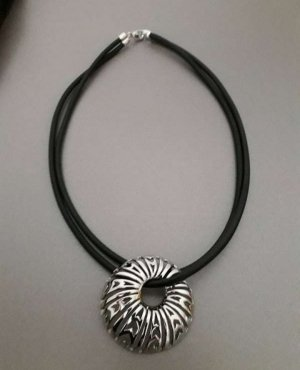 Pierre Lang Collar negro-color plata