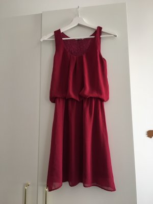 Pimkie / Süßes Kleid mit Rückendetail in pink