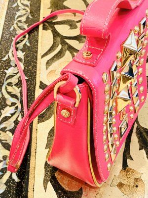 Pink Leder Tasche mit großen Nieten