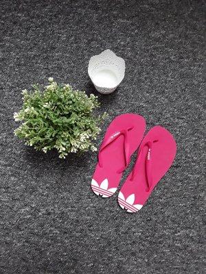 Pinke Adidas Flip Flops
