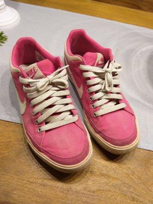 Pinke Nike