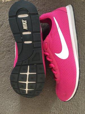 Pinke Nike Schuhe neu