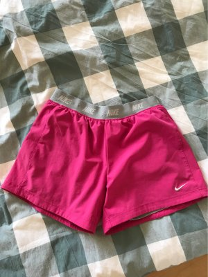 Pinke Sporthose kurz