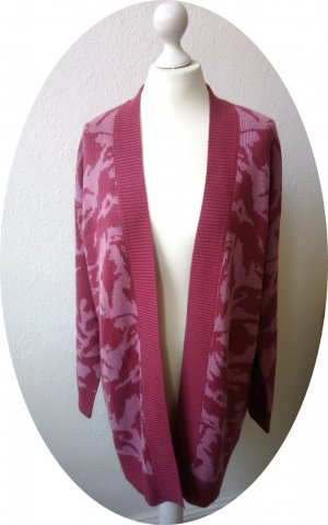 Pinke Strickjacke mit Camouflage-Muster