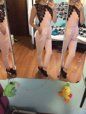 Pinker Jumpsuit / Overall mir Spitze