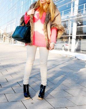 pinker Pullover mit Sternen