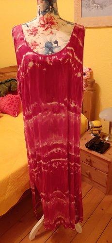 pinkes Sommerkleid mit seitlichen Schlitzen