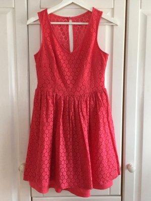 Pinkes Sommerkleid von New Look mit V-Ausschnitt