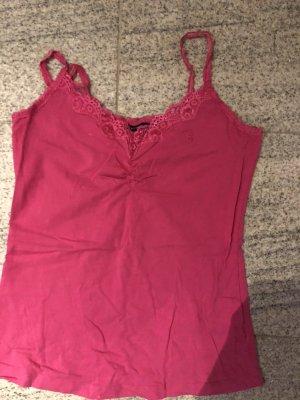 Pinkes top mit schönem spitzenausschnitt