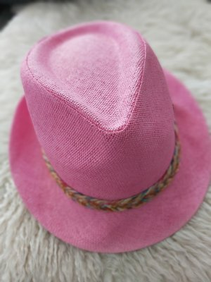 Chapeau de paille rose