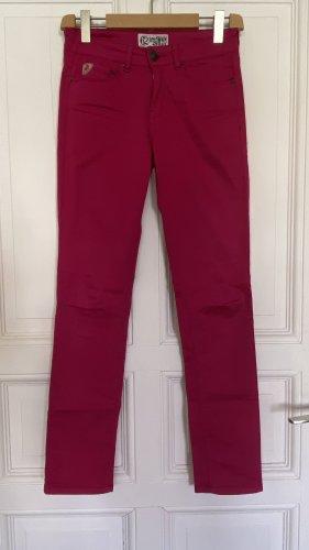 Pinkfarbene Mustang Hose