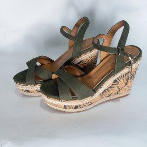 Plateau Heels