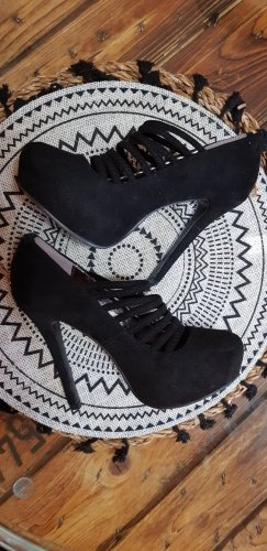 Catwalk Cut Out Booties black