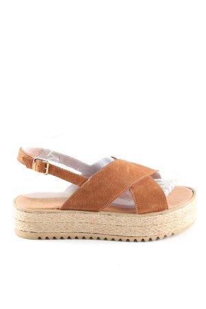 Sandalias con plataforma marrón-crema look casual