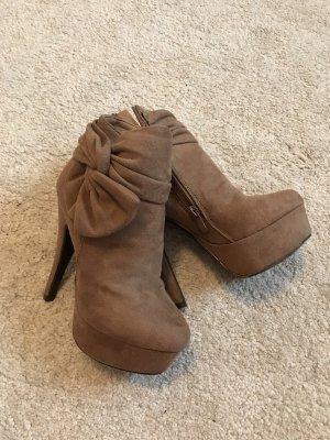 Buty z krótką cholewką na platformie jasnobrązowy