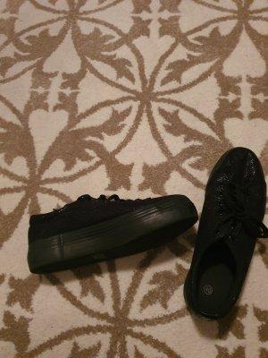 Sneaker stringata nero