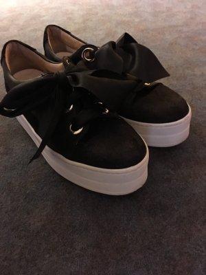 Plateau-Sneaker aus Leder mit Schleifenschnürer