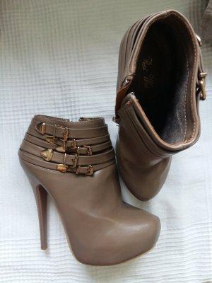 Buty z krótką cholewką na platformie szaro-brązowy