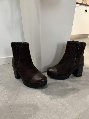 Platform Booties brown