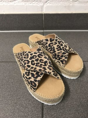 Plateau Velourleder-Sandaletten mit Leoparden Print