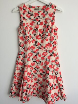 Playful and structured Dress with flower print