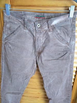 Please Jeans in hellbraun, leichte Batikoptik, tolle Waschung