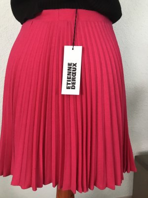 Pleated Skirt magenta