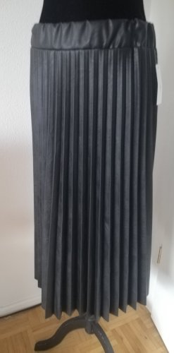 Made in Italy Pleated Skirt black
