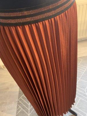 Falda plisada burdeos