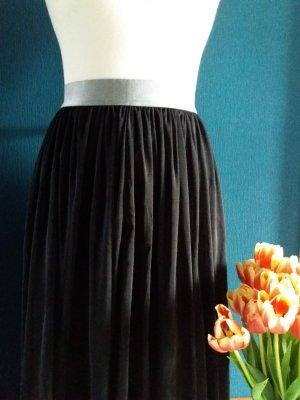 Pleated Skirt black-silver-colored