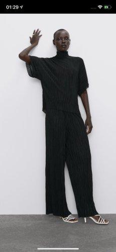 Zara Broek met wijd uitlopende pijpen zwart